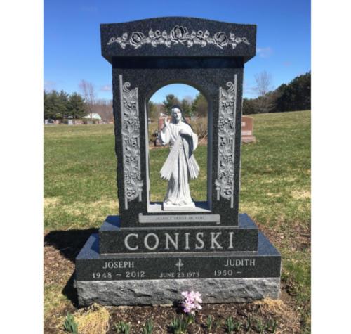 Coniski-with-statue